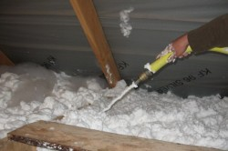 Утеплить крышу можно пеноизолом