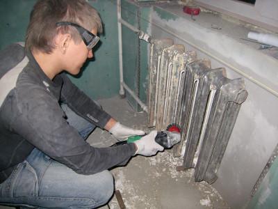 Как снять краску с батареи химическим, механическим, термическим способом?