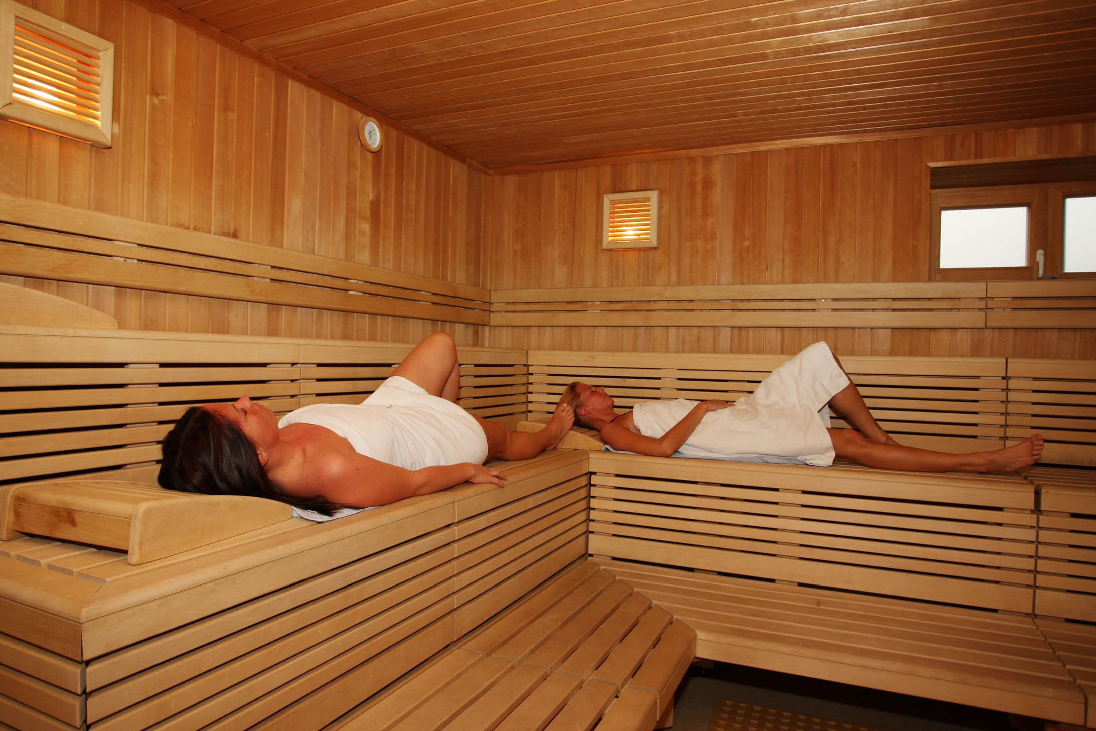 Баня является местом для отдыха души и тела. Ввиду того, что она должна выдерживать высокие температуры, необходимо утеплять стены изнутри.