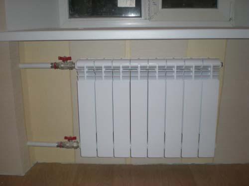 Биметаллический радиатор отопления имеет ряд преимуществ перед другими: долговечность, максимальная теплоотдача, простота монтажа, легкость и неприхотливость.