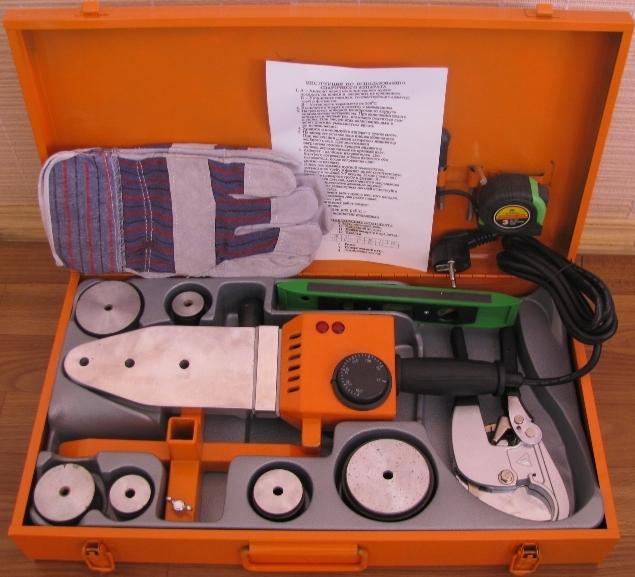 Инструменты для сварки: полипропиленовые трубы, фитинги,сварочный аппарат, набор насадок, перчатки, шейвер, нож, труборез