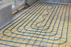 Для того, чтобы создать теплый пол, необходимо проложить нагревательный кабель.
