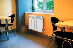Комната с алюминиевым радиатором отопления