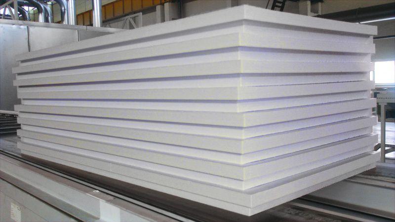 Плиты из экструдированного пенополистирола получили широкое применение в строительстве ввиду своего ряда достоинств: низкой теплопроводности, экологичности и устойчивости к деформации.
