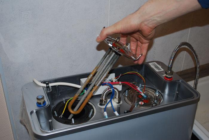 Если нагревательный элемент располагается вертикально вода будет нагреваться быстрее.